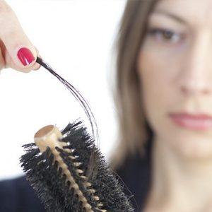 ¿Cómo combatir la caída del cabello?