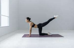 chica asiatica pilates
